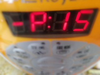 番茄牛腩煲,压15分钟。