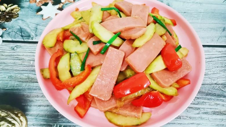 黄瓜炒香肠