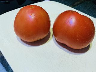 番茄牛腩煲,番茄洗净