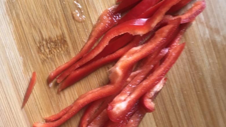 凉拌西兰花(减脂),红椒切丝