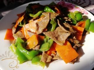 青椒炒猪肝,成盘。