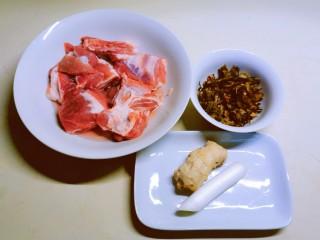 酸菜炖排骨,食材准备好
