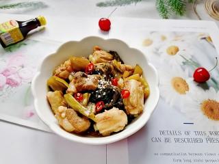 酸菜炖排骨,拍上成品图,一道美味又下饭的酸菜炖排骨就完成了。