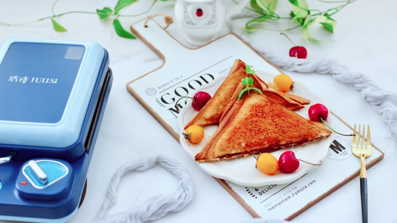 鹌鹑蛋培根芝士三明治,营养丰富又超级好吃,关键是做法简单,当早餐和下午茶都是棒棒滴。