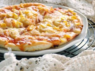 培根火腿披萨,美味的培根火腿披萨就做好了