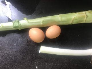 莴笋炒鸡蛋,准备好食材备用