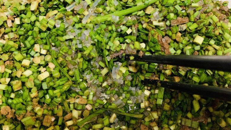 韭菜粉丝蒸饺,搅拌均匀。