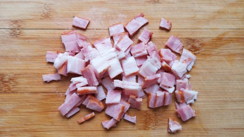 培根火腿披萨,<a style='color:red;display:inline-block;' href='/shicai/ 11621'>培根肉</a>切成小丁。