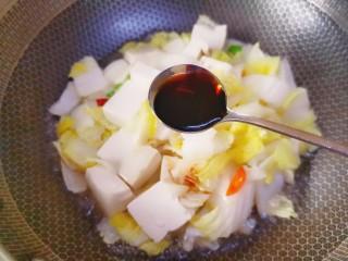 娃娃菜炖豆腐,加两勺生抽