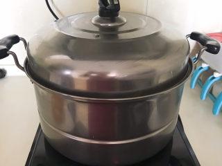 荞麦馒头,大火烧开后蒸10分钟,关火后焖3分钟