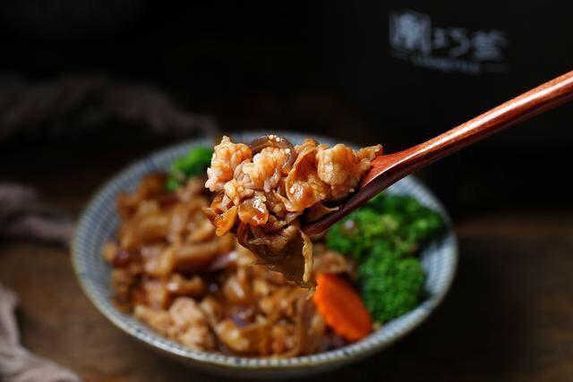 日式肥牛饭,快来一口,味道好极了!