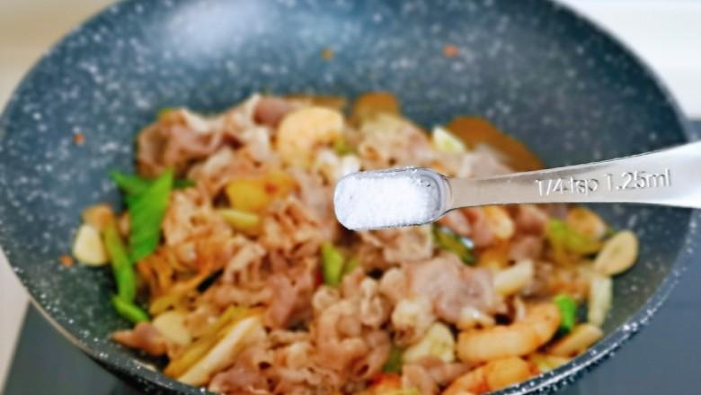 日式肥牛饭,按个人口味加入盐,半小碗纯净水。