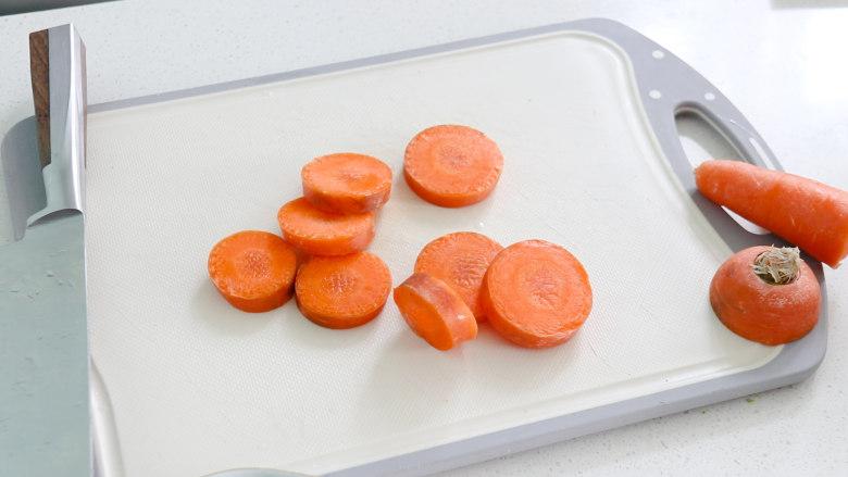 日式肥牛饭,<a style='color:red;display:inline-block;' href='/shicai/ 25'>胡萝卜</a>切片,在简单的雕刻成小花状