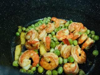 豌豆炒虾仁,起锅
