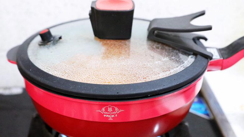 茄汁玉米鸡丁,盖上锅盖煮5分钟