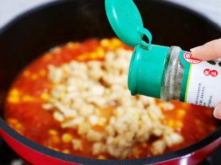 茄汁玉米鸡丁,加入胡椒粉,再次炒匀