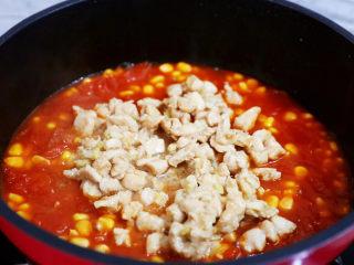 茄汁玉米鸡丁,放入鸡丁