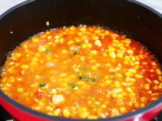 茄汁玉米鸡丁,出锅前撒上葱花即可