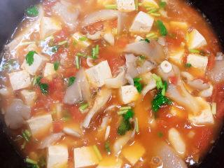 平菇豆腐汤,搅拌均匀,即可出锅了!