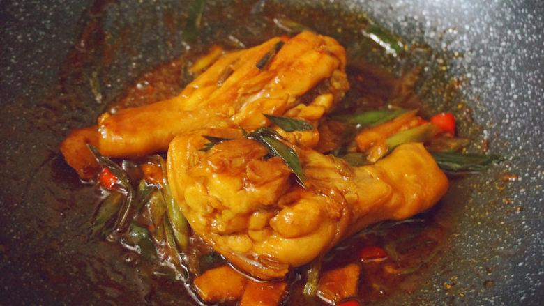 新奥尔良烤鸡腿,鸡腿双面翻煮均匀即可出锅食用la