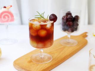 葡萄气泡冰咖啡