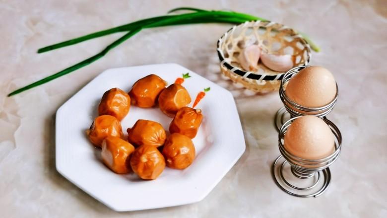 香肠炒蛋,准备食材。