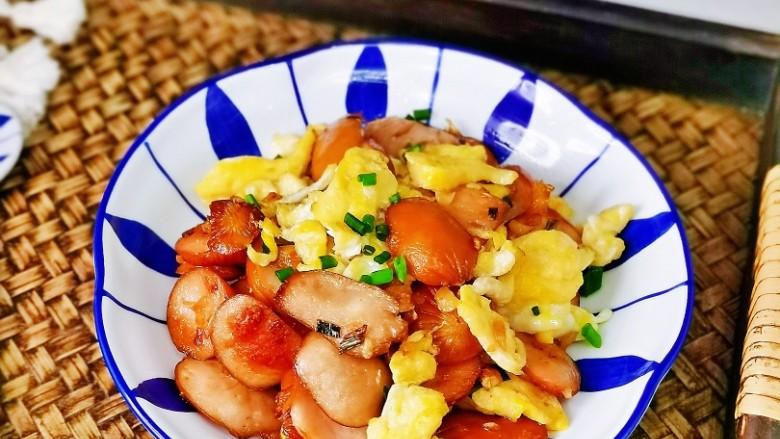 香肠炒蛋,特别好吃呦~喜欢的做起来。