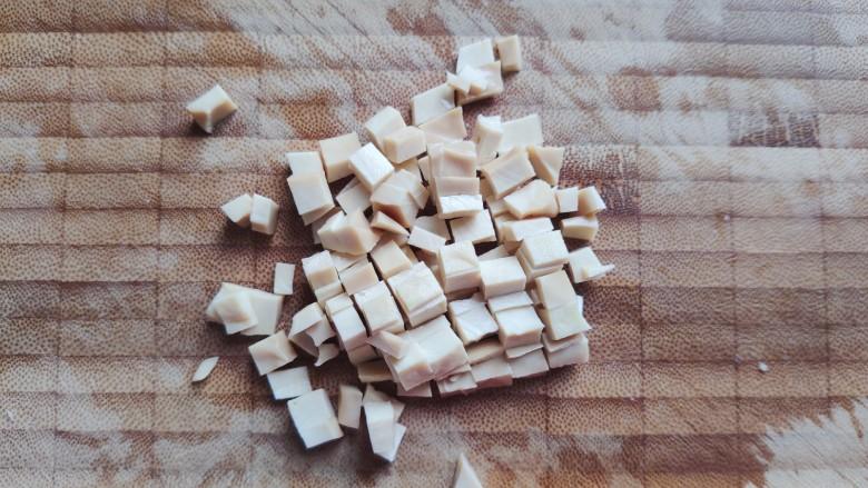 肉末炒豌豆,然后切成小丁