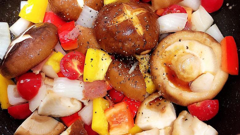 孜然烤香菇,加入黑胡椒碎,