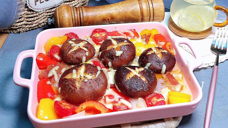 孜然烤香菇,鲜美多汁的孜然烤香菇就上桌了!