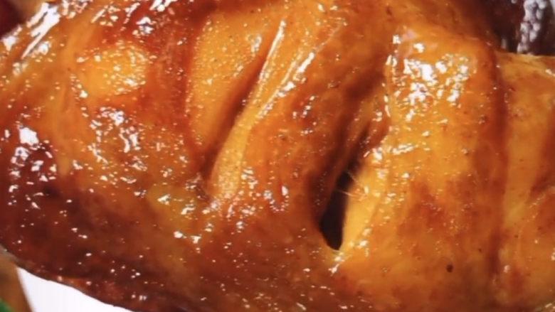新奥尔良烤鸡腿,来个特写,这个皮看着太有食欲了,我一吃啃两大个