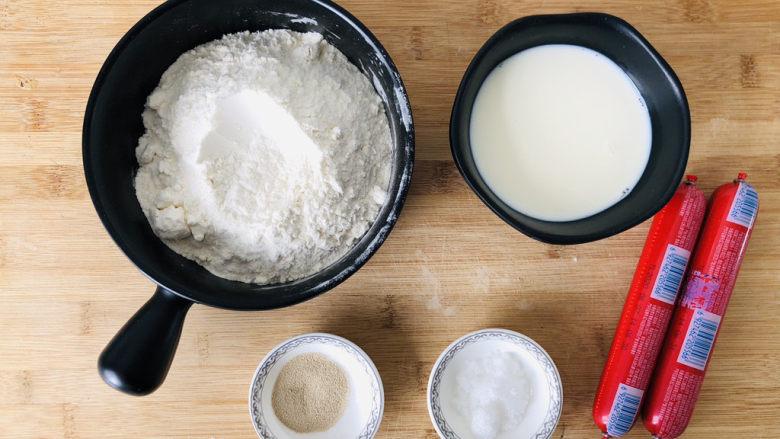 香肠馒头卷,先把需要的食材提前准备好。