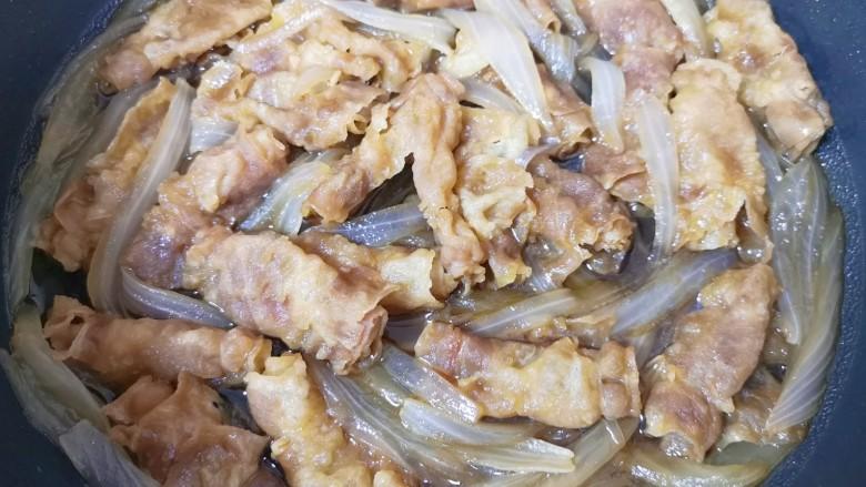 日式肥牛饭,大火烧至汤汁浓稠关火。