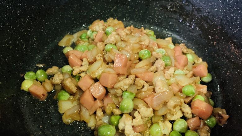 肉末炒豌豆,起锅