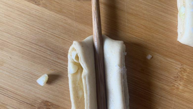 香肠馒头卷,筷子压压