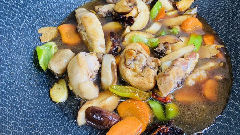 香菇焖鸡,留汤汁拌米饭超级美味
