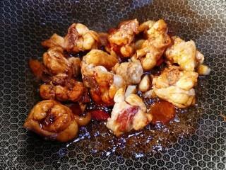 香菇焖鸡,翻炒均匀