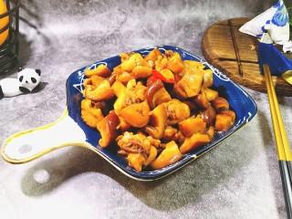 香菇焖鸡,盛入盘子,即可开吃