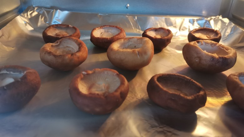 孜然烤香菇,上下180度烤20分钟,