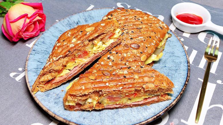 芝士火腿三明治,意大利传统芝士火腿三明治就上桌了!