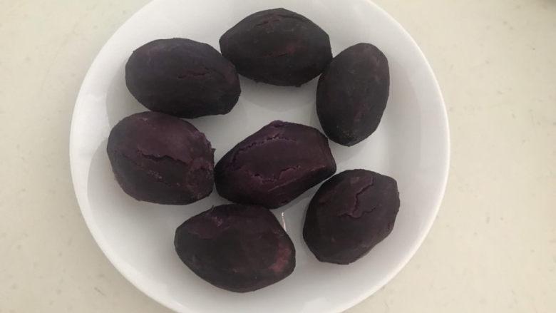 紫薯玫瑰花馒头,紫薯蒸熟了