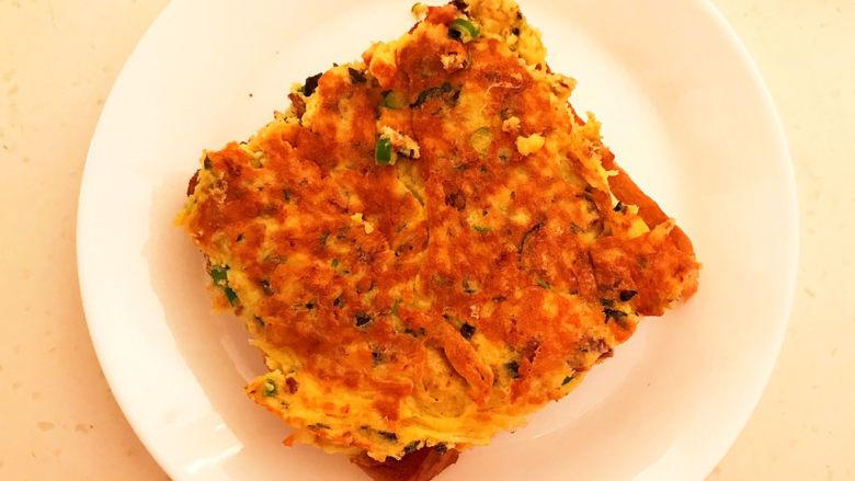 芝士火腿三明治,加入煎好的火腿鸡蛋饼