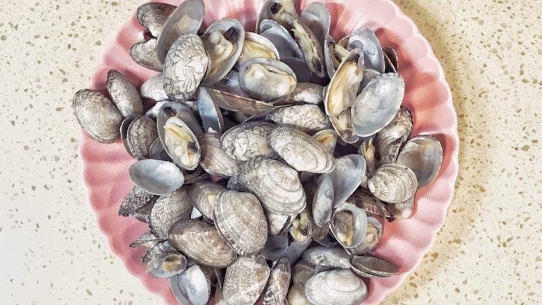海鲜豆角焖面,过滤出花蛤