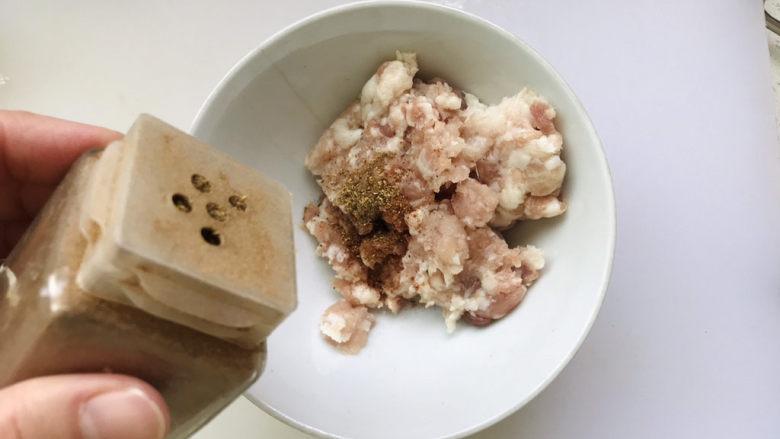 香菇肉末豆腐,少许花椒粉;