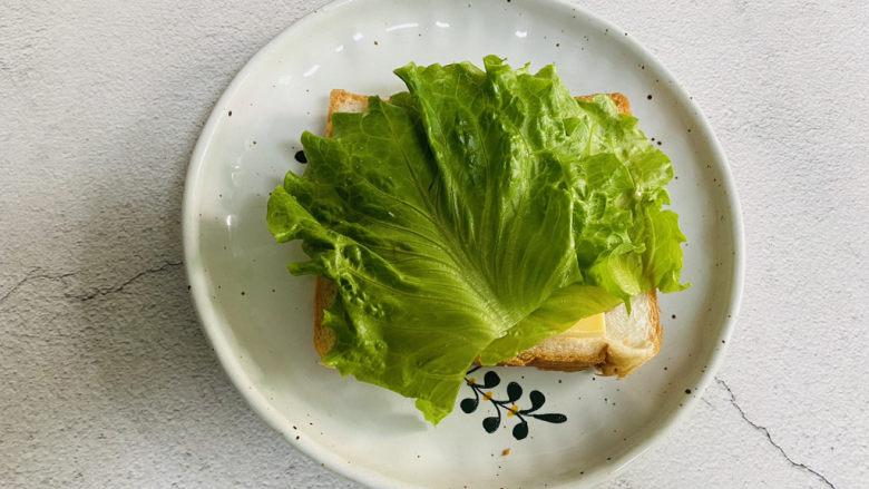 芝士火腿三明治,码入生菜