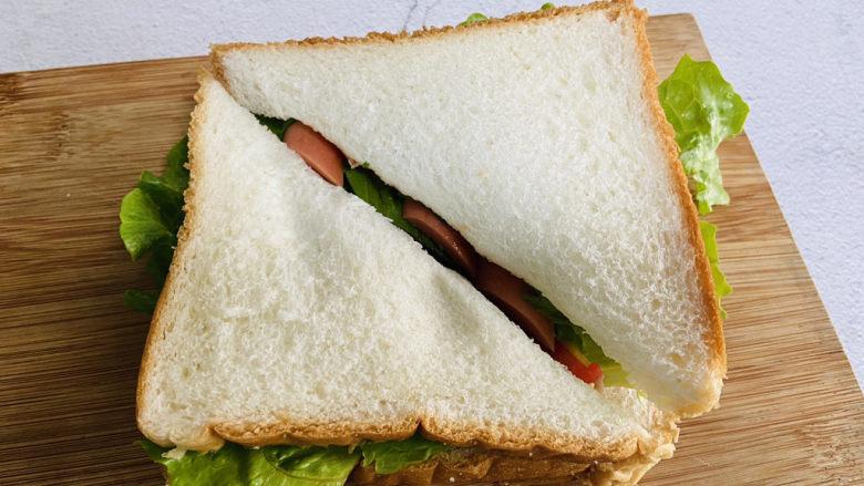 芝士火腿三明治,对角切开