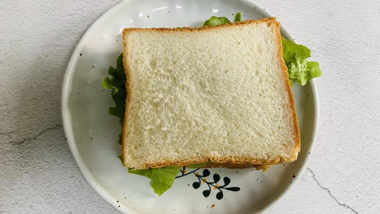 芝士火腿三明治,最后盖上一片吐司