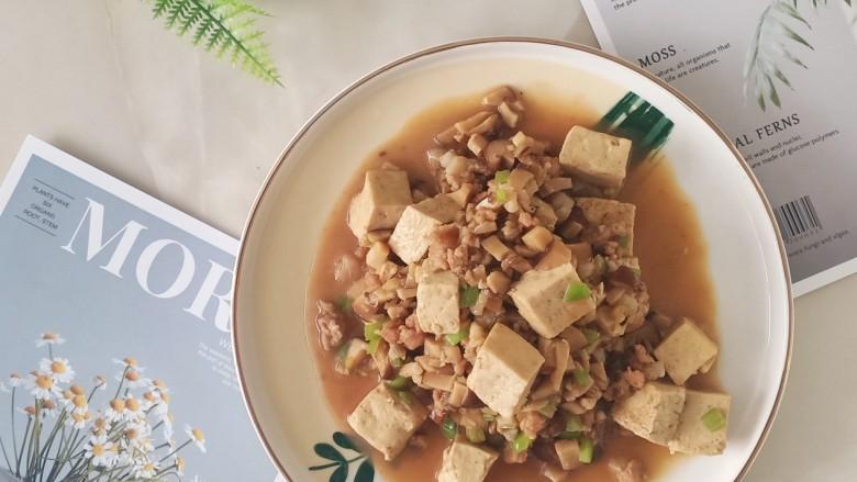 香菇肉末豆腐,非常非常非常好吃,比单纯的炖豆腐还要鲜美,因为豆腐吸收了香菇的味道