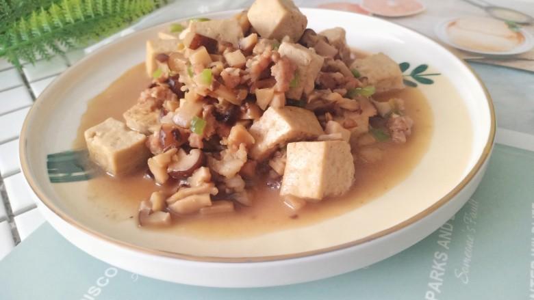 香菇肉末豆腐,装盘,美味的香菇肉沫豆腐就完成了