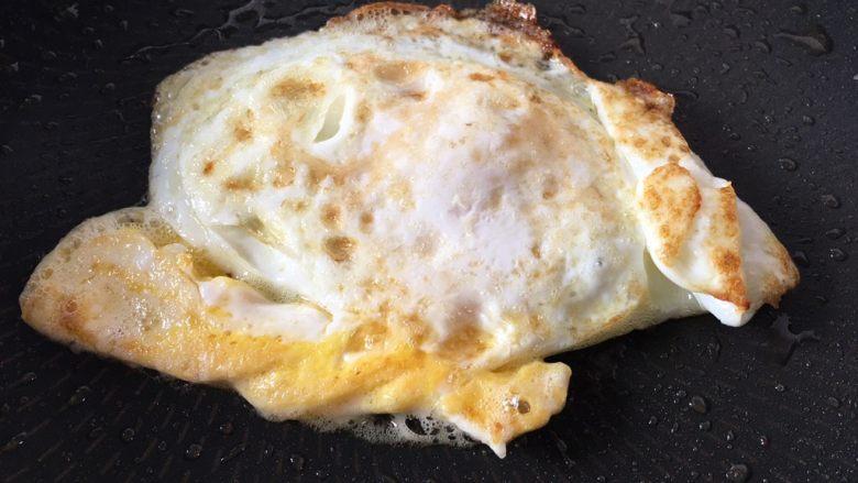 芝士火腿三明治,鸡蛋煎熟备用